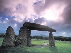 """Che cosa """"unisce"""" piramidi, dolmen, monumenti megalitici, templi e… cattedrali?"""